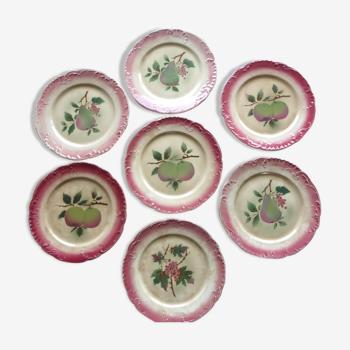 7 assiettes à dessert anciennes en barbotine  à décor de fruits