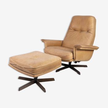 Fauteuil et tabouret  en cuir et palissandre  danois des années 1960