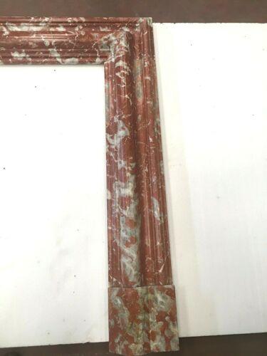 Manteau de cheminée de style Louis XIV en marbre rouge moucheté XIX siècle