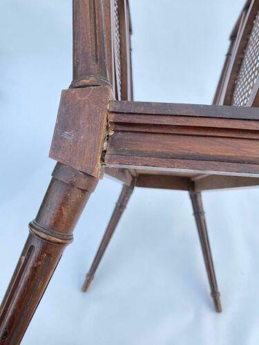Porte revues fin XlXeme de style Louis XVl cannage 4 pieds