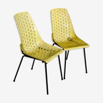 Paire de chaises en plastique jaune