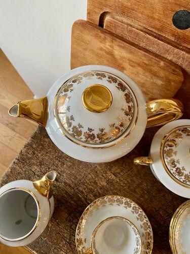 Service à café en porcelaine blanche et dorée
