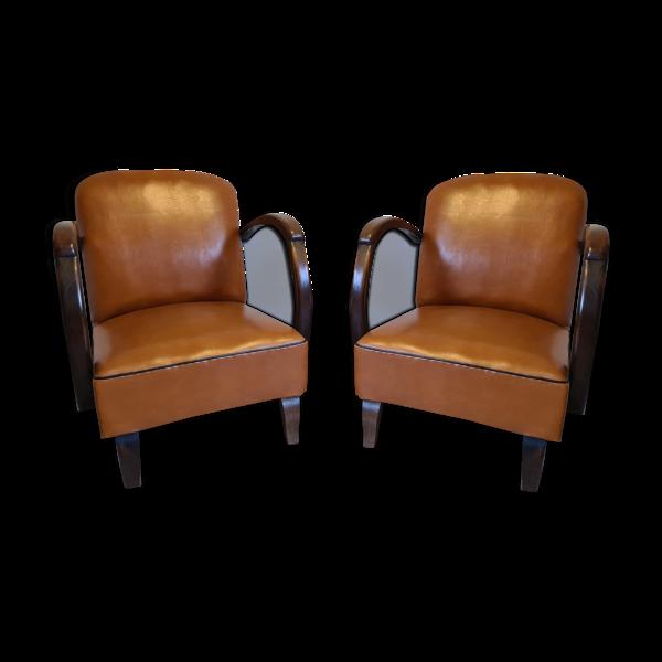 Paire de fauteuils studio simili cuir marron années 30