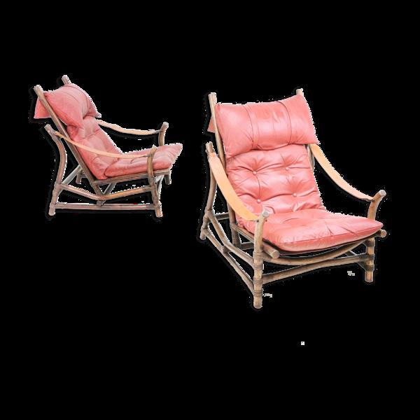 Une paire de chaises longues en bambou et en cuir du milieu du siècle