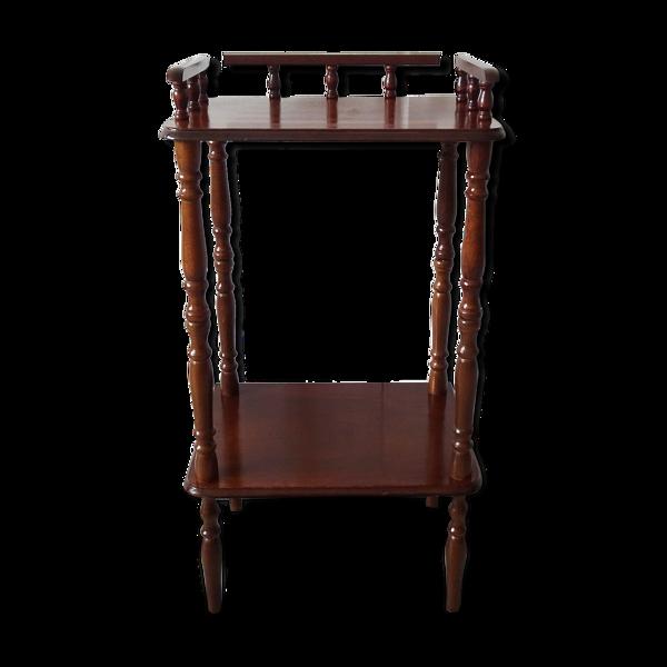 Table d'appoint en bois avec deux étagères