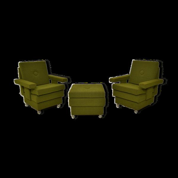 Ensemble de deux fauteuils avec tabouret