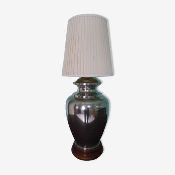 Lampe d'ambiance de salon à poser, pied en métal argenté, socle bois, abat jour plissé