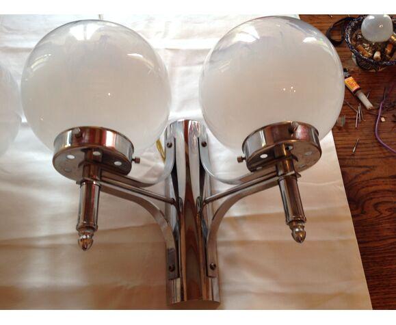 Paire d'appliques chromées et  globes en Murano, année 70