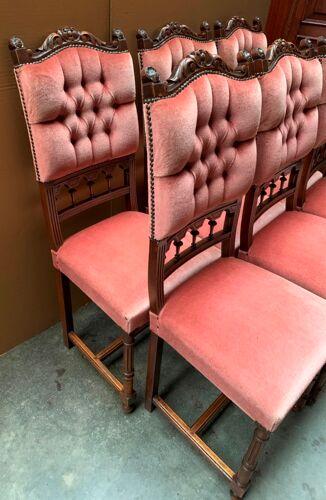 Ensemble de six chaises.
