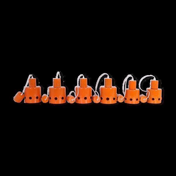 6 suspensions en métal émaillé orange, 1960s