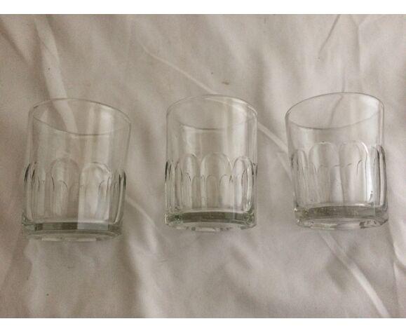 Verres gobelets en verre épais anciens