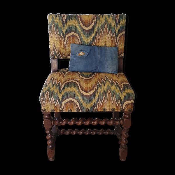 Fauteuil tapissé avec pied tourné en bois