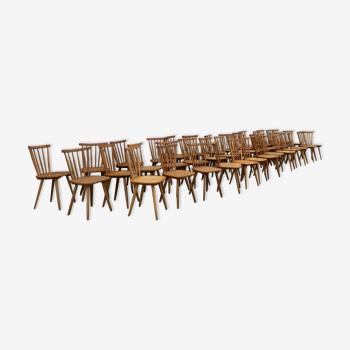 Série de 40 chaises bistrot en bois vintage
