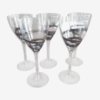Lot de 5 verres à vin décor volutes en verre noir
