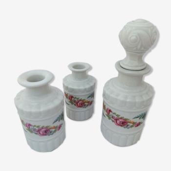 Garniture salle de bain série de 3 pots en porcelaine de Paris au même décor fleuri