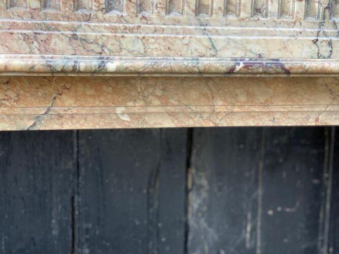 Cheminée de style Louis XVI en marbre Sarrancolin