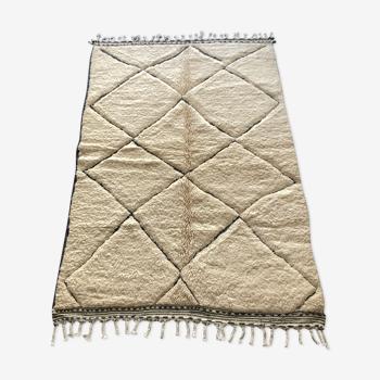 Tapis berbere beni ouarain blanc et gris 140x205cm
