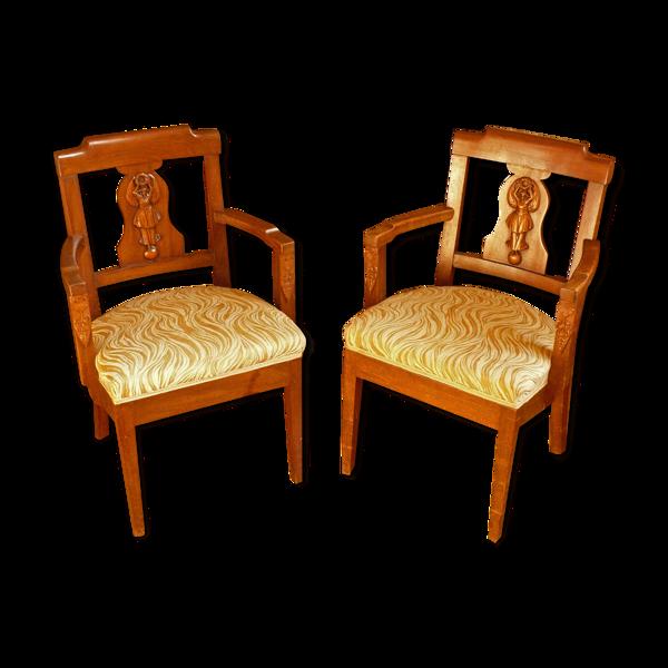 Paire de fauteuils sculptés