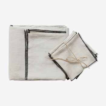 Chalk linen tablecloth and towels