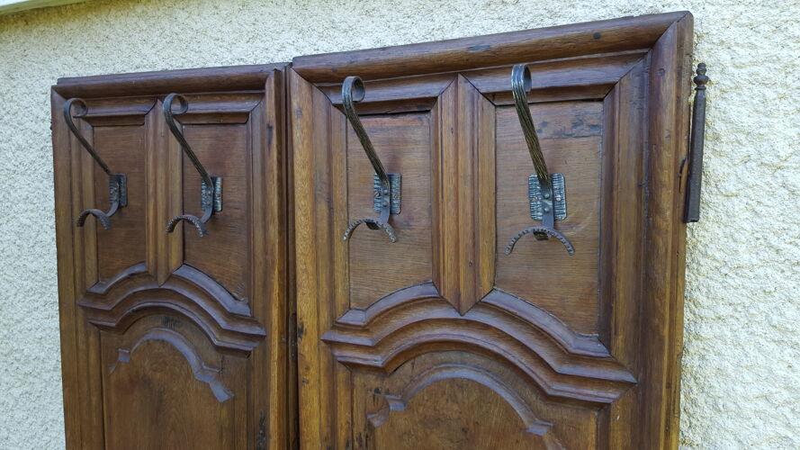 Paire de portes sculptées XVIIIème avec patères