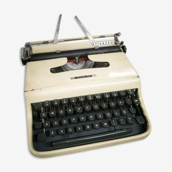 Machine à écrire Olivetti Pluma 22