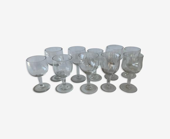10 verres à pieds dépareillés vintage