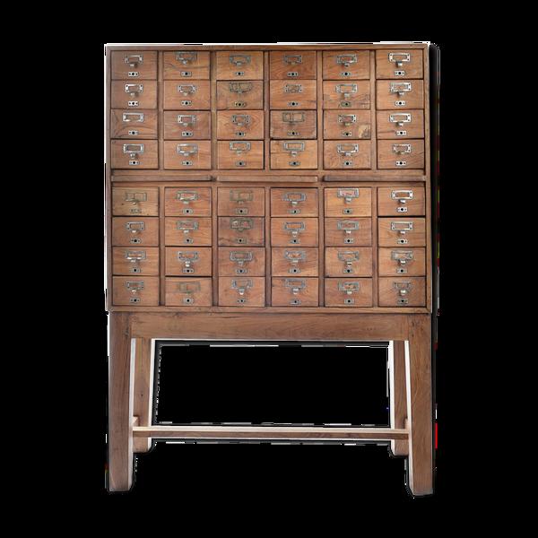 Meuble d'apothicaire en bois à 48 tiroirs