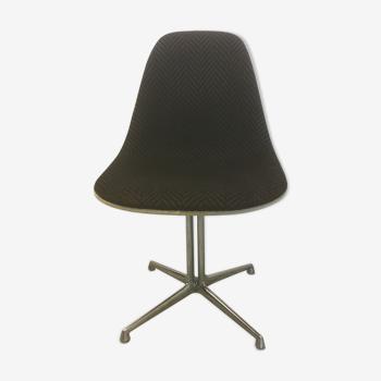 Chaise «la fonda» de Charles et Ray Eames édition Herman miller