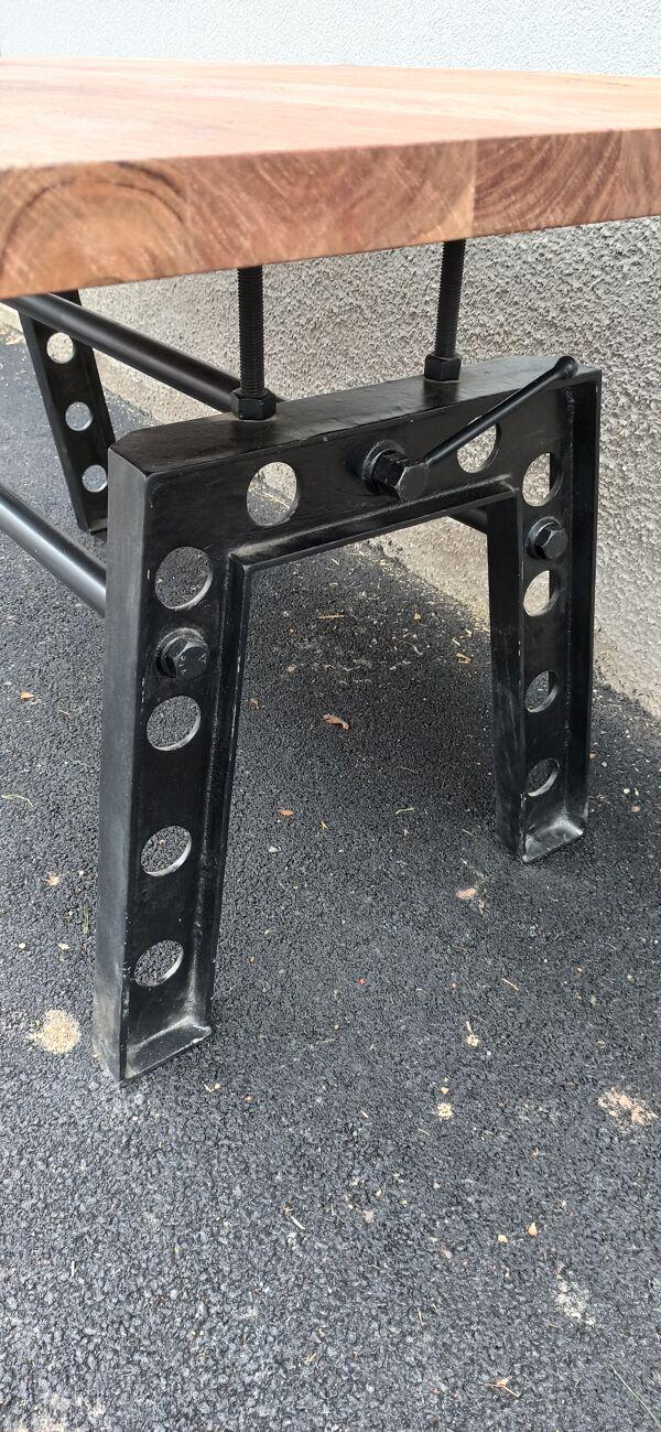 Table en bois avec pieds en fonte