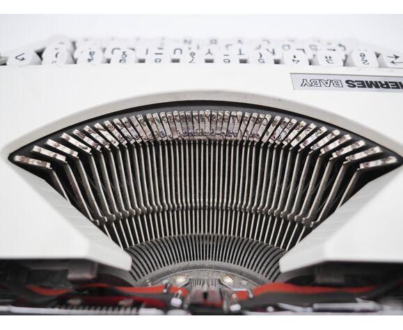 Machine à écrire Hermes Baby blanche cursive révisée ruban neuf Mint