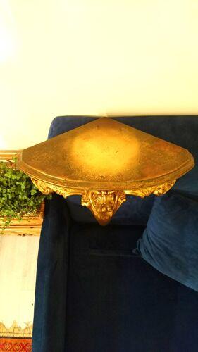 Étagère d'angle en bois doré