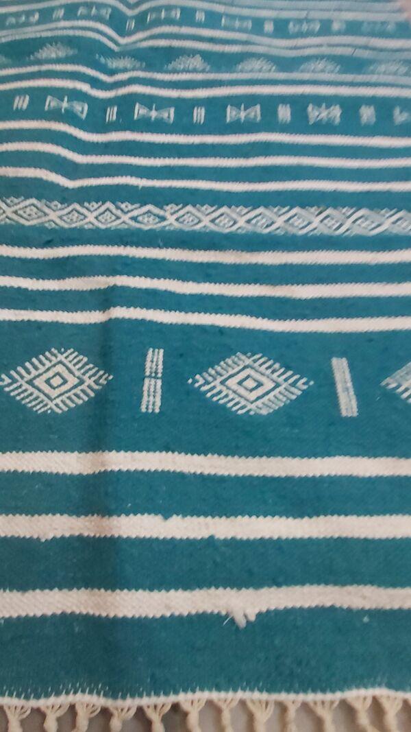 Tapis kilim bleu et blanc fait main berbère
