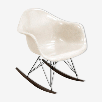 Rocking chair Parchemin de Charles & Ray Eames - Herman Miller