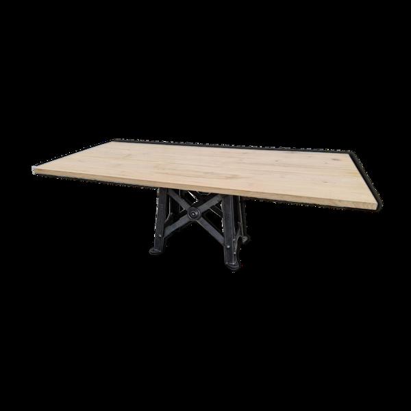 Selency Table industrielle plateau chêne pied de machine en métal avec rosace