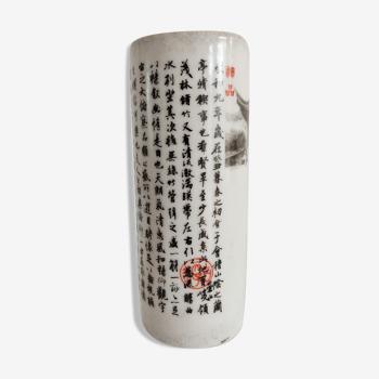Vase rouleau chinois décor de temple et d'idéogrammes
