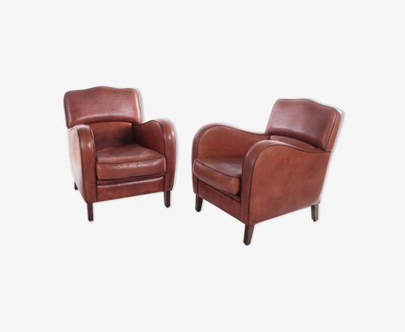 Ensemble de fauteuils en cuir avec des sièges confortables en cuir de peau de mouton.