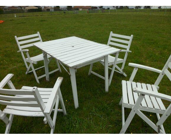 Table et 4 fauteuils blanc en bois marque Dejou