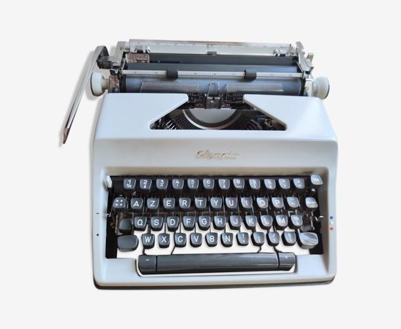 Machine à écrire Olympia SM8 Deluxe avec mallette de transport