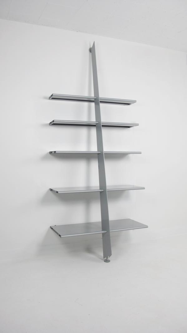 Bibliothèque grise Mac Gee par Philippe Starck