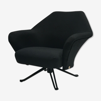 P32 armchair by Osvaldo Borsani for Tecno SpA 1970s