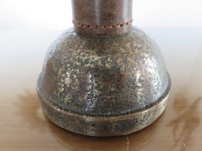 Paire de lampes en acier brut martelé et cuir années 40 50