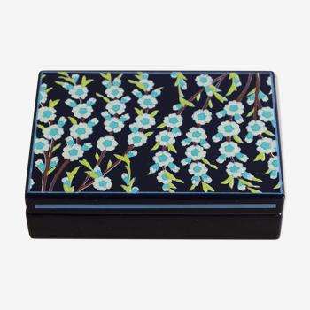 Boîte en tôle émaillée motif fleuri par Jean Neuhaus