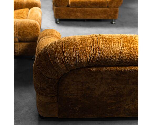 Ensemble canapé deux fauteuils en velours des années 70