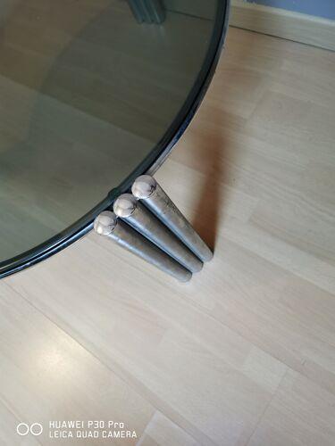 Table basse verre fumé et pieds chromés
