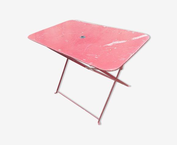 Table d'extérieur rouge