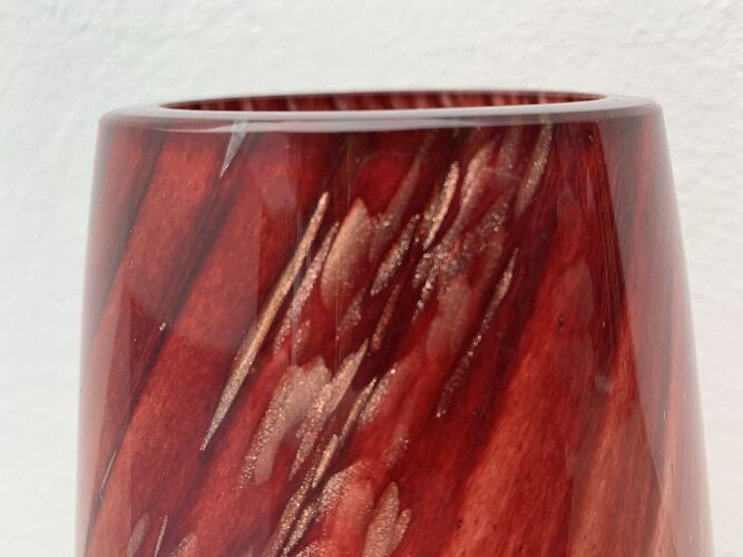 Vase en verre soufflé rouge et or