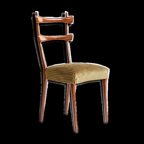 Chaise de salle à manger.