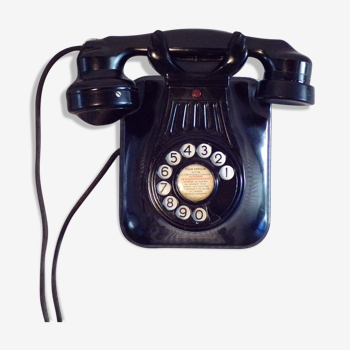 Téléphone mural à cadran en bakélite