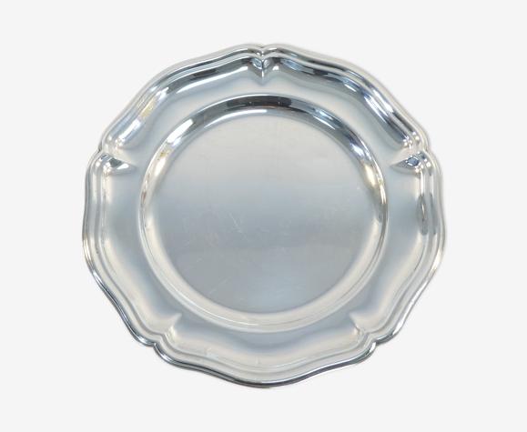 Plat rond en metal argenté udner contour chantourné