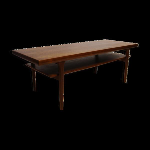 Selency Table basse avec étagère en teck de conception danoise des années 1960.